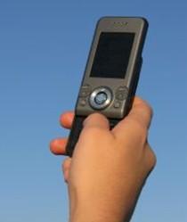 Un téléphone portable sur six porte des traces de matières fécales au Royaume-Uni
