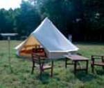 Camping au zoo : dormez en bivouac sous une tente inuit au milieu d'une réserve zoologique !