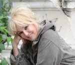 Catastrophe écologique : Mylène Demongeot s'engage pour la survie des abeilles