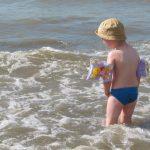 Des conseils pour baigner bébé en toute sécurité cet été !