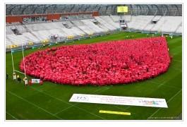 la plus importante goutte de sang humaine réalisée en Europe (visuel EFS)