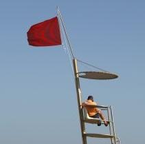 drapeau rouge en mer